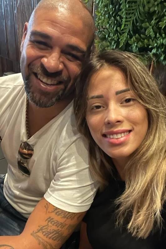Dia do Solteiro: Adriano Imperador está solteiro outra vez após intensa discussão com Micaela Mesquita em hotel de luxo
